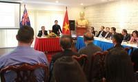 越南国会主席阮氏金看望越南驻澳大利亚大使馆工作人员