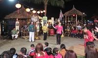 越南首次举行发牌唱曲艺术实况表演活动