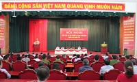 越南国会副主席丛氏放与山萝省木州县选民接触