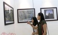 庆祝阿塞拜疆国庆一百周年摄影展在河内举行