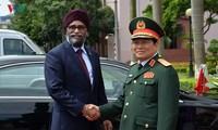 加拿大国防部长对越南进行正式访问