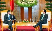 Premierminister Nguyen Tan Dung empfängt US-Finanzminister