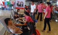 Tausende Menschen beteiligen sich an Blutspenden