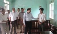 Vizepremierminister Vu Van Ninh überprüft Modelle zur nachhaltigen Armutsminderung in Hoa Binh