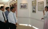 Ausstellung von Banknoten und Briefmarken mit Bildern von Präsident Ho Chi Minh