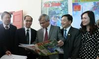 Frühlingszeitungsfeste in Provinzen
