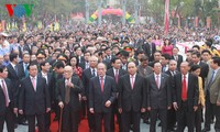 Parlamentspräsident Nguyen Sinh Hung nimmt an der Feier zum 226. Jahrestag des Sieges Ngoc Hoi teil