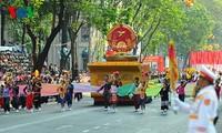 Treffen, Parade und Marsch zum 40. Befreiungstag Südvietnams und zur Vereinigung des Landes