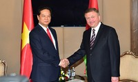 Premierminister Nguyen Tan Dung trifft Weißrusslands Premierminister Andrej Kobjakow