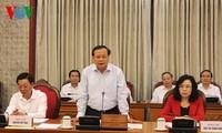 Politbüro gibt Meinungen zur Vorbereitung der Parteisitzung von Hanoi ab