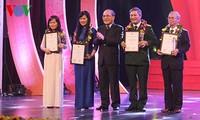 Übergabe der Pressepreise anlässlich des 70-jährigen Jubiläums des vietnamesischen Parlaments