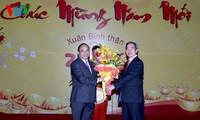 Vizepremierminister Nguyen Xuan Phuc beglückwünscht Bankwesen zum Tetfest