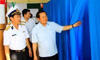 Vizeparlamentspräsident Do Ba Ty überprüft die Wahlvorbereitung in Truong Sa