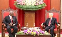 KPV-Generalsekretär Nguyen Phu Trong trifft Vizepräsidenten des kubanischen Staatsrats Salvador Mesa