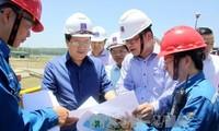 Vizepremierminister Trinh Dinh Dung besucht Quang Ngai