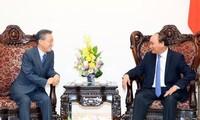 Premierminister Nguyen Xuan Phuc trifft ehemaligen Minister Südkoreas