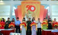 Ausstellung mit mehr als 100 Fotos der Streitkräfte Hanois