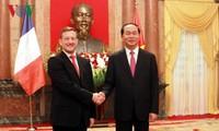 Staatspräsident Tran Dai Quang trifft neue Botschafter