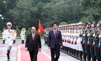 Gespräch zwischen Premierministern Vietnams und Japans