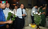 """Premierminister Nguyen Xuan Phuc nimmt an Kunstprogramm """"Heiliger Dong Loc"""" teil"""