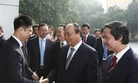 Premierminister Nguyen Xuan Phuc tagt mit Leitung der Hanoier Nationaluniversität