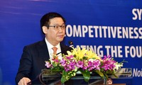 Vizepremierminister Vuong Dinh Hue nimmt an WEF-Konferenz teil und besucht Portugal