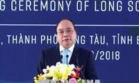 Premierminister Nguyen Xuan Phuc nimmt am Spatenstich des Ölraffinerie-Komplexes vom Süden teil