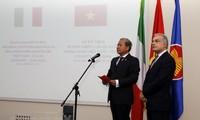 Feier zu 45 Jahren diplomatischer Beziehungen Vietnam-Italien in Rom