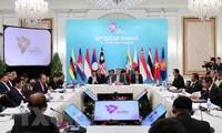 Premierminister Nguyen Xuan Phuc nimmt an Vollversammlung des 32. ASEAN-Gipfels teil