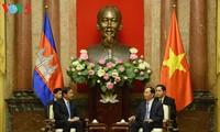Staatspräsident Tran Dai Quang trifft Kambodschas Außenminister Prak Sokhonn