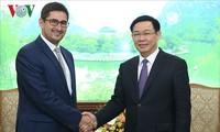 Vizepremierminister Vuong Dinh Hue empfängt Geschäftsträger Chiles in Vietnam