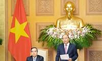 Premierminister Nguyen Xuan Phuc nimmt an Forum und Ausstellung der 4. Industrierevolution teil