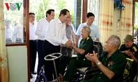 Staatspräsident Tran Dai Quang besucht Behandlungszentrum für Kriegsversehrten in Ba Ria-Vung Tau