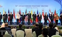 Konferenzen ASEAN+1 mit Japan, Russland, China und Neuseeland in Singapur