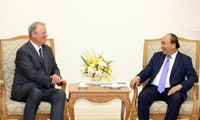 Premierminister Nguyen Xuan Phuc trifft ehemaligen US-Vizepräsident Al Gore