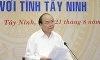 Premierminister Nguyen Xuan Phuc tagt mit Leitung der Provinz Tay Ninh