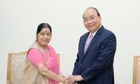 Premierminister Nguyen Xuan Phuc trifft Indiens Außenministerin Sushma Swaraj