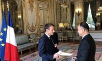 Frankreichs Präsident schätzt die wachsende Rolle Vietnams