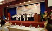 Vergabe der Stipendien des hessischen Ministeriums für Wissenschaft und Kunst und des WUS an Studenten in Ho Chi Minh Stadt