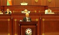 Vizeparlamentspräsident Uong Chu Luu nimmt an 100-jähriger Gründungsfeier des Parlaments Aserbaidschans teil