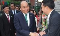 Premierminister Nguyen Xuan Phuc besucht vietnamesische Botschaft in Japan
