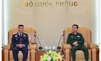 Generalstabschef der vietnamesischen Armee trifft Oberbefehlshaber der Königlich Thailändischen Luftstreitkräfte