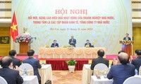 Premierminister Nguyen Xuan Phuc leitet die Konferenz zur Erneuerung staatlicher Unternehmen