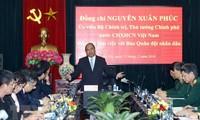 Premierminister Nguyen Xuan Phuc besucht Volksarmeezeitung
