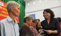 Vizestaatspräsidentin Dang Thi Ngoc Thinh besucht verdienstvolle Bürger in Long An