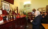 KPV-Generalsekretäre gedenkt verstorbener KPV-Generalsekretäre Le Duan und Truong Chinh