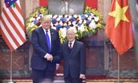 Vietnams Spitzenpolitiker empfangen US-Präsidenten Donald Trump