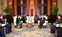 Vietnam und Laos tauschen Erfahrungen der Provinzbehörden aus