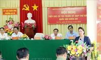 Die Parlamentspräsidentin trifft Wähler im Stadtviertel Ninh Kieu in Can Tho