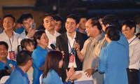 Premierminister Nguyen Xuan Phuc führt Dialog mit High-Tech-Arbeitern